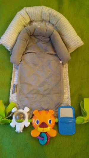 Baby head Rest for Car seat $10 for Sale in Denver, CO
