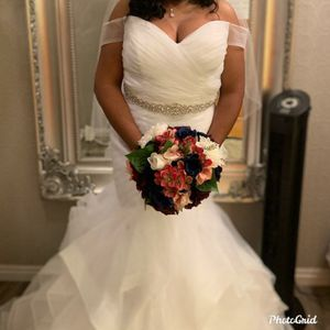 Beautiful Mermaid wedding dress for Sale in College Park, GA