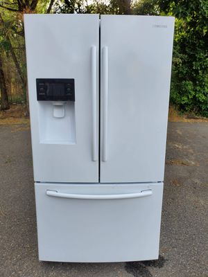 White Samsung fridge good working condition for Sale in Denver, CO