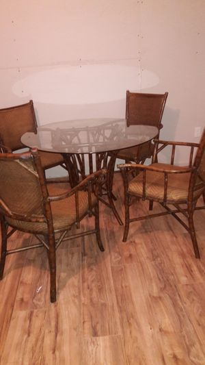 Wicker glass top table and 4 chairs for Sale in Avon Park, FL