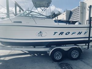 Boat bayliner trophy 21 FT, year 2000 with Yamaha 150 V6 for Sale in North Miami Beach, FL