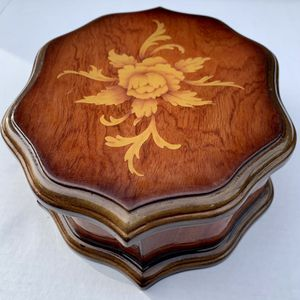 Vintage Floral Jewelry Box for Sale in Tigard, OR