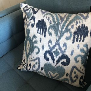 like new 20 X 20 Cost Plus World Market Throw Pillow for Sale in San Clemente, CA