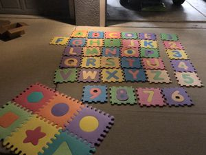 Play Mat letters and numbers foam puzzle floor for Sale in Ruskin, FL