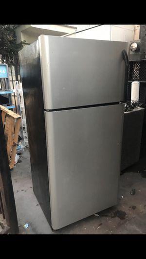 Kenmore frig for Sale in Los Angeles, CA