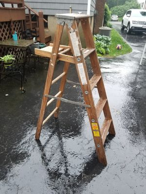 5 foot wooded Lynn ladder for Sale in Reading, MA