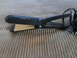 Vidal Sasoon ceramic hair straightener for Sale in San Diego, CA