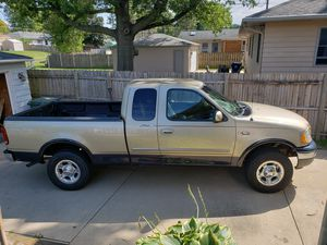 2000 Ford F150 Lariat 4x4 for Sale in Davenport, IA