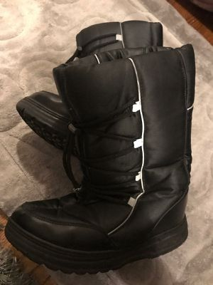 Snow boots size 7 m for Sale in Torrance, CA