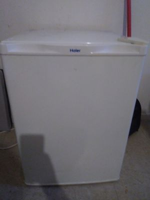 Haier mini refrigerater/freezer for Sale in Chicago, IL