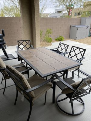 Outdoor patio table and chairs for Sale in Henderson, NV