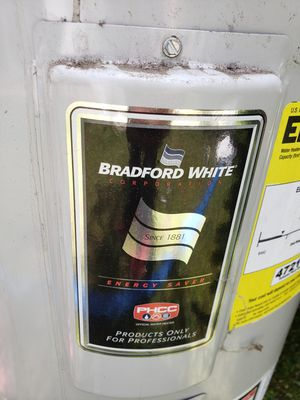 Electric Water heater Bradford white 30 gallons for Sale in West Hollywood, CA