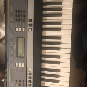 Yamaha YPT-240 Piano Portable Keyboard 61 Keys With Ultra Wide Stereo for Sale in Gardena, CA