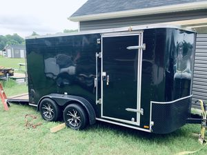 14' enclosed trailer with title for Sale in Cary, NC
