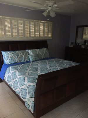 king sleigh bed for Sale in Miami, FL