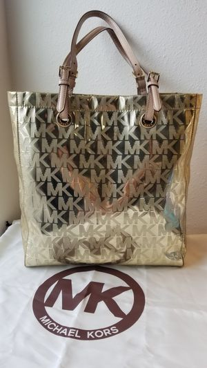 Michael kors large tote bag golden color FIRM PRICE for Sale in Houston, TX