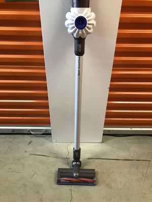Dyson V6 cord free vacuum for Sale in Tustin, CA