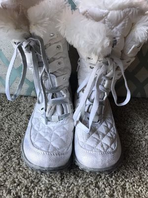 Snow boots girls size 11 for Sale in Federal Way, WA