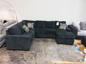 CHARCOAL XL SECTIONAL SOFA WITH ACCENT PILLOWS for Sale in Dallas, TX