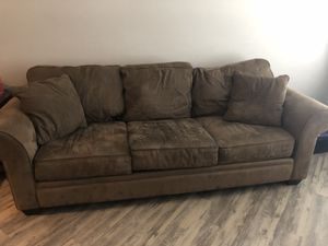3 seater brown couch for Sale in Orlando, FL