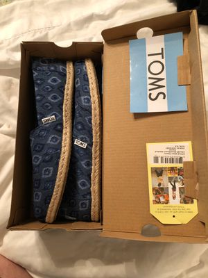 Classic blue bleach washed denim -Toms 9.5 for Sale in North Richland Hills, TX