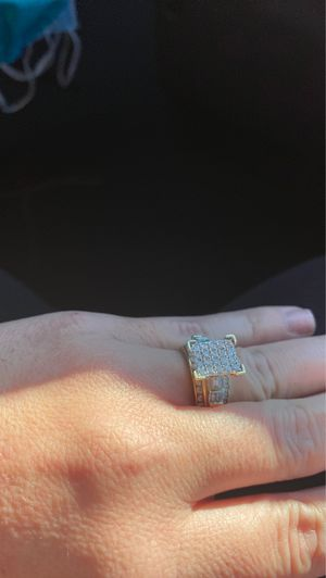 Real gold 10k wedding ring for Sale in Tampa, FL