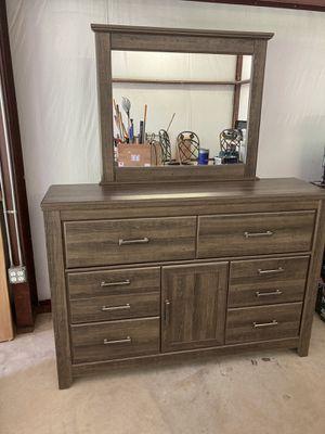 Dresser with mirror for Sale in Hallsville, TX