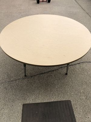 4' round kids adjustable table and 5 chairs for Sale in Broadview Heights, OH
