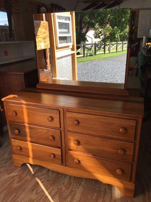 Nice 6Drawer Maple Dresser w/mirror,Solid, Good Condition for Sale in Waynesboro, VA