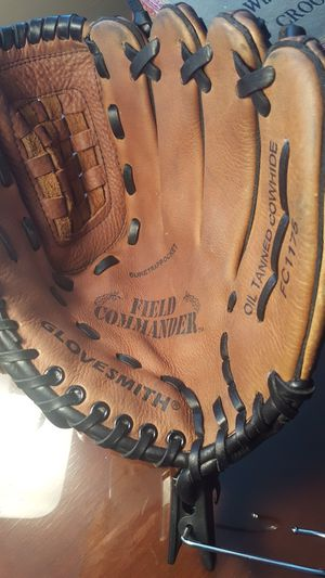 Baseball glove for Sale in Buffalo, NY