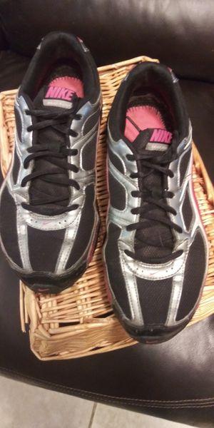 Nike womens black/hot pink 8.5 $10 for Sale in Tarpon Springs, FL