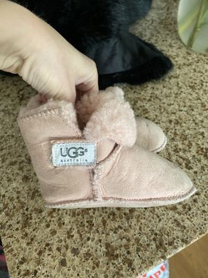 Girls snow boots size m for Sale in Irvine, CA