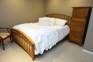 5 piece Thomasville Shaker Bedroom Set for Sale in Chicago, IL