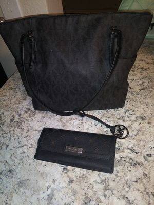 Michael Kors Wallet and Purse for Sale in Cypress Gardens, FL