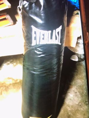 Everlast punching bag for Sale in Lompoc, CA