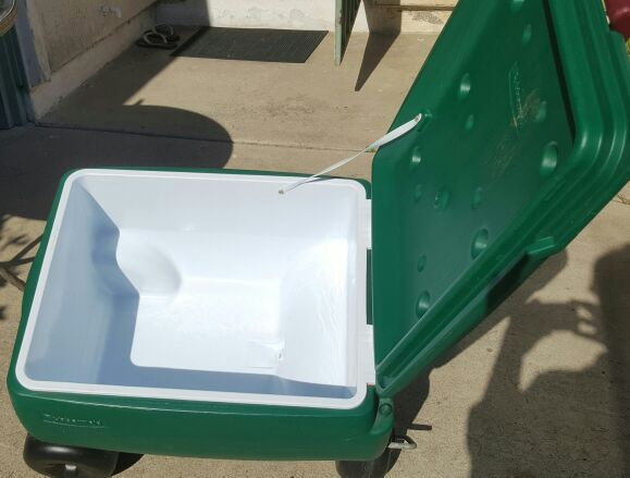 Rubbermaid 4 Wheel Rolling Ice Chest Cooler For Sale In