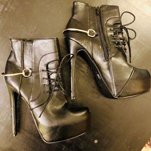 Qupid black bootie heels size 8 for Sale in Glendale, AZ
