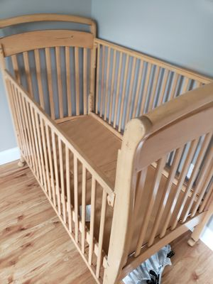 Baby crib for Sale in Chelsea, MA