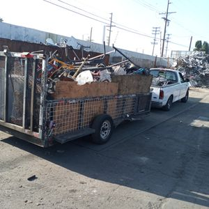 Levanto metal. Pick up scrap metal for Sale in Bell Gardens, CA