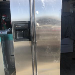 GE FRIDGE IN OERFECT WORKING CONDITIONS $250 for Sale in Richmond, CA