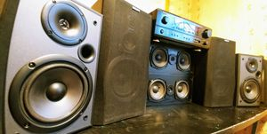 Denon AVR-684 Surround Sound Stereo System with Speakers for Sale in Lakewood, WA