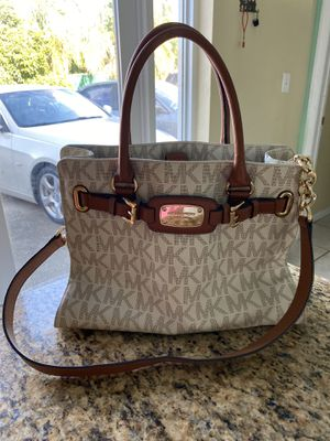 Michael kors handbag and wallet- authentic for Sale in Carol City, FL