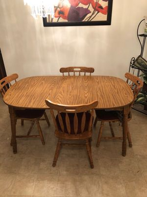Dining room table for Sale in Milwaukee, WI