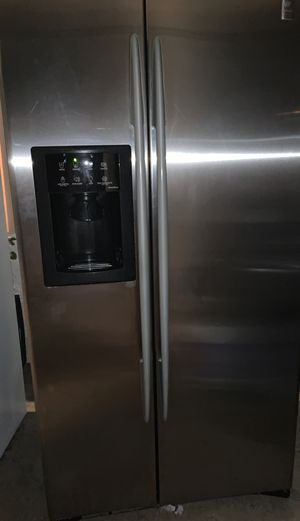 GE Refrigerator for Sale in Riverside, CA