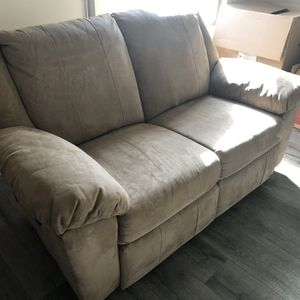 Reclinable Loveseat for Sale in San Diego, CA