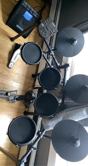 ALESIS ELECTRIC DRUM SET WITH AMP for Sale in Islip, NY
