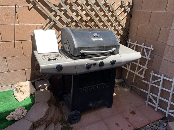 Saver pro grill with propane tank and grill cover
