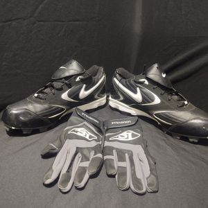 Nike Baseball/Softball Cleats 11.5 W/ Batting Gloves for Sale in Bell Gardens, CA