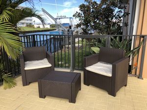 All resin without metals / Furniture / Patio furniture / outdoor furniture / Muebles de patio /patio set for Sale in Hialeah, FL
