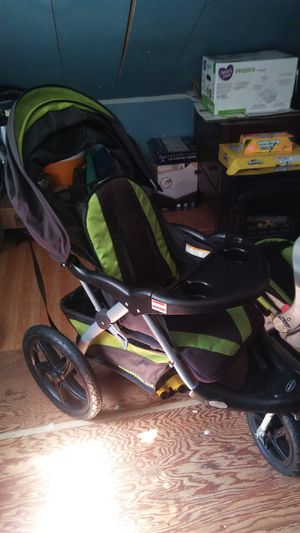 Three wheel stroller with car seat and mount for Sale in North Smithfield, RI